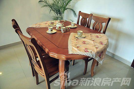图为二居室样板间餐厅